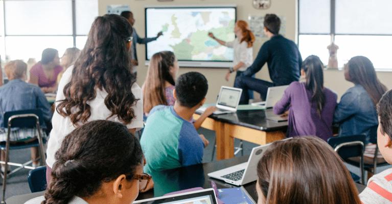 interaktiv-skjerm-klasserom-1