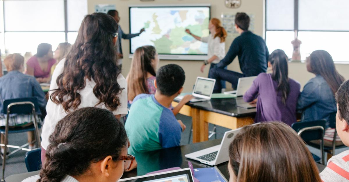 interaktiv-skjerm-klasserom