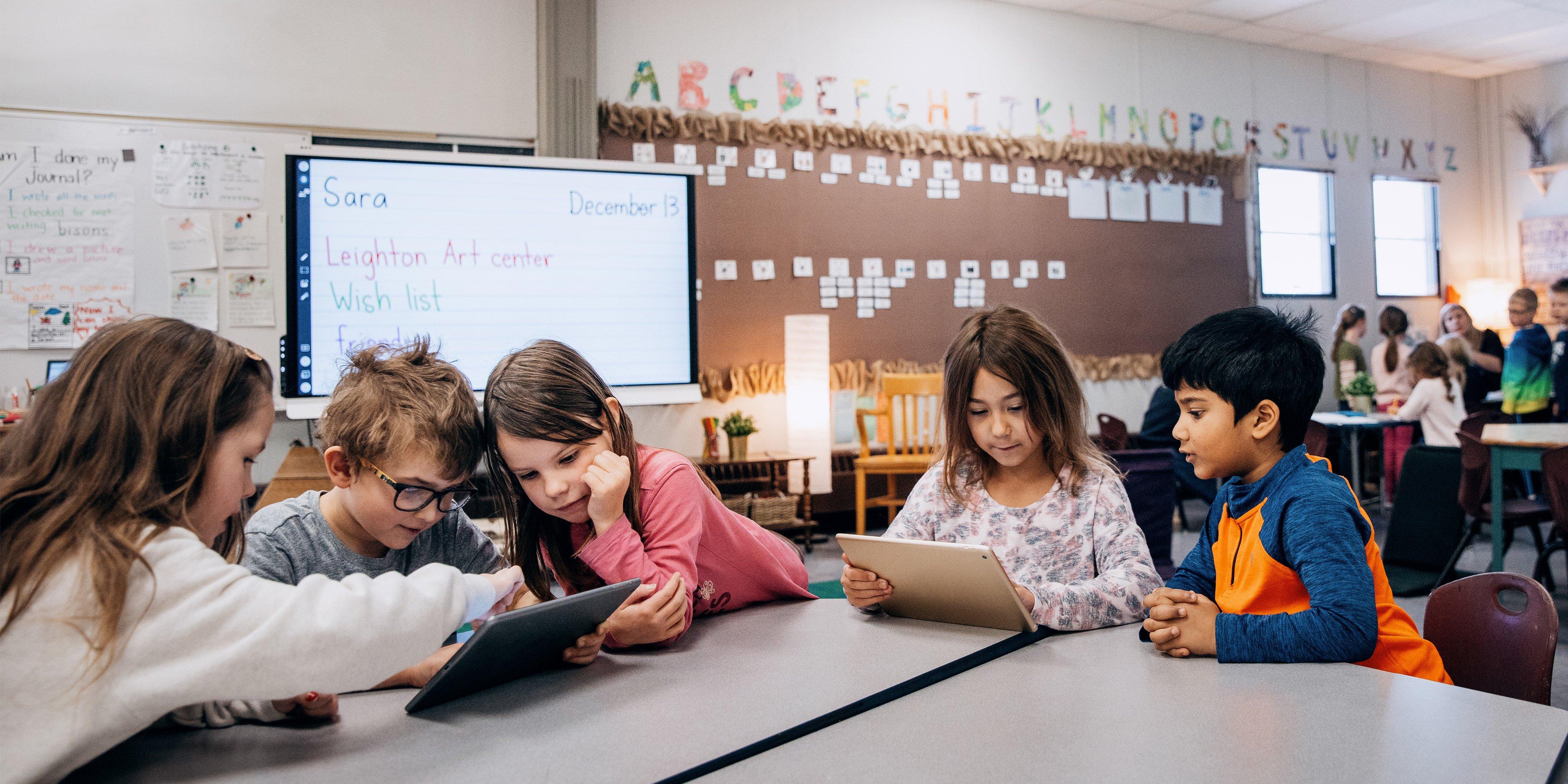Engasjer elevene dine med SMART Learning Suite Online